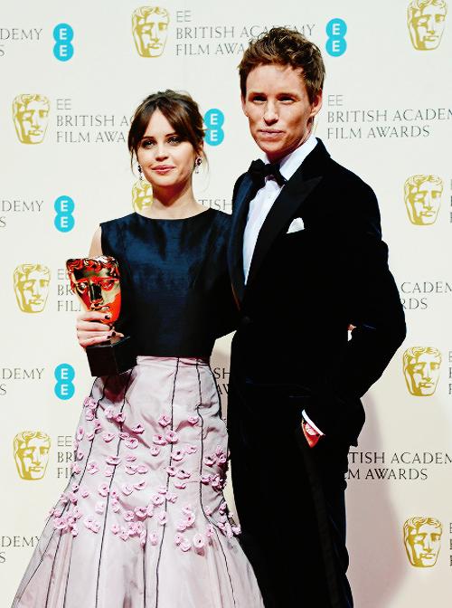Eddie Redmayne ganador como Mejor actor en los BAFTA