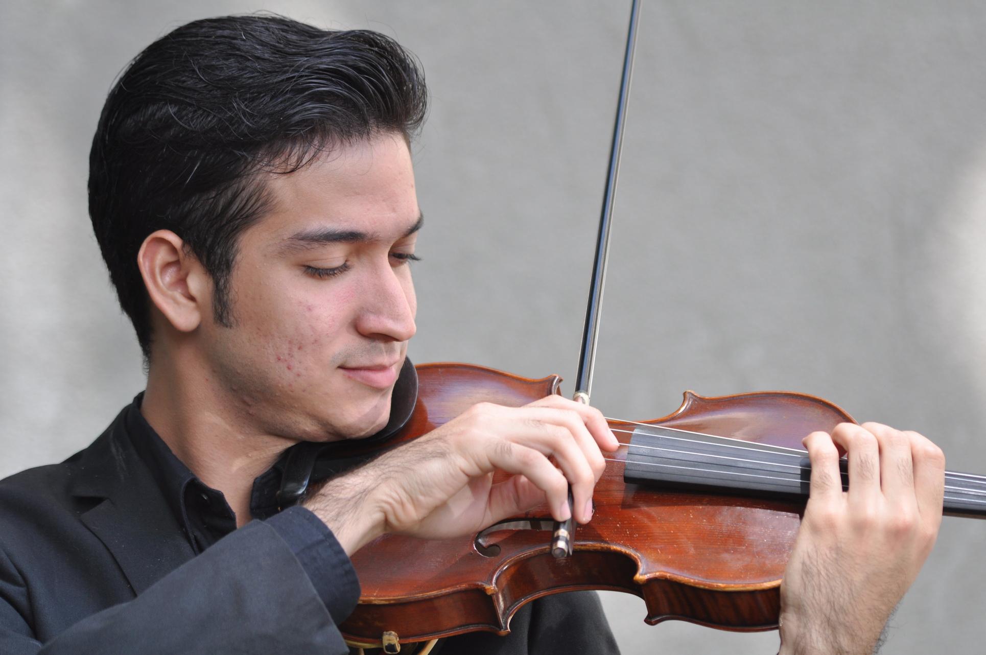Jesús Daniel Peña Hernández Violinista Segunda fila de Violines Orquesta Sinfónica de Venezuela