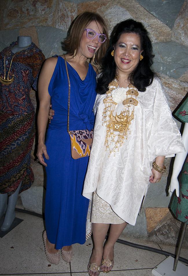 foto 3.-Liliana Avila y la Embajadora de Indonesia en  Venezuela-Prianti-Gagarin-Djatmiko-Singgih (1)