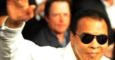 Boxing legend Muhammad Ali salutes the c