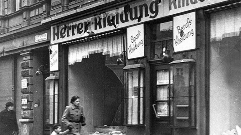 Lo que fue el Kristallnacht, la Noche de los Cristales Rotos Siguiente