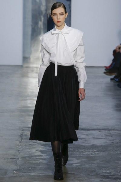 Carolina Herrera y el poder de la camisa blanca en la New York Fashion Week