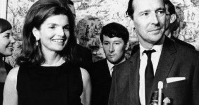 jacqueline-kennedy-with-david-ormsby-gore-lord-harlech-in-1966