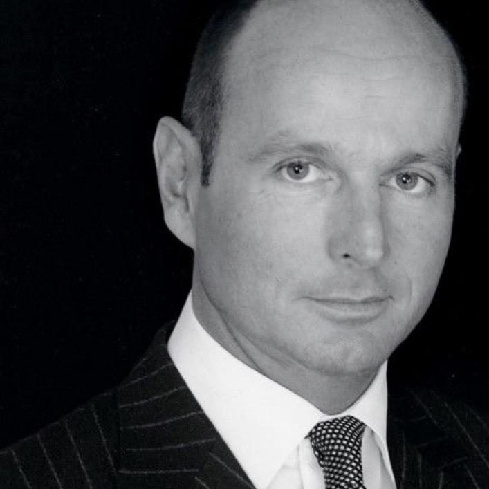Entrevista a un Príncipe chic, Dimitri de Yugoslavia, el exitoso diseñador de joyas
