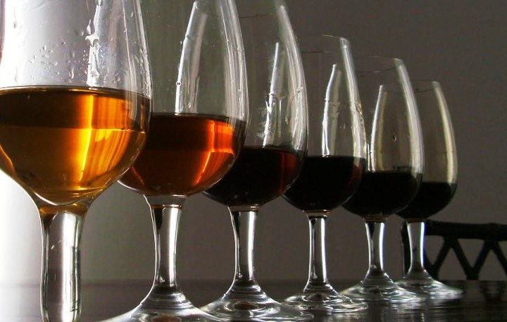 La maravilla de tomar un vino de Oporto, siempre chic !