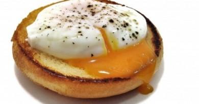 Huevos-al-vino-tinto-665x288