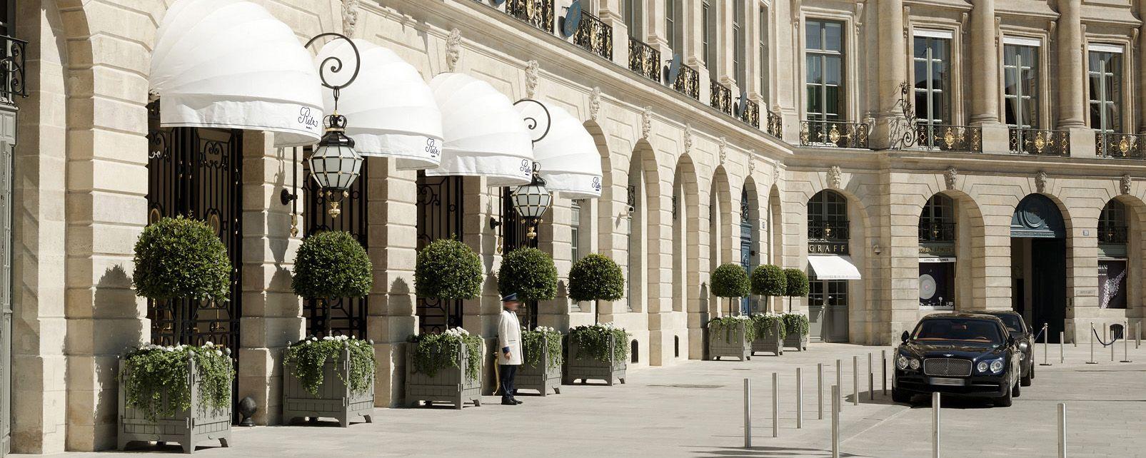 En París, el  glamoroso Hotel Ritz, subastó parte de su gloria
