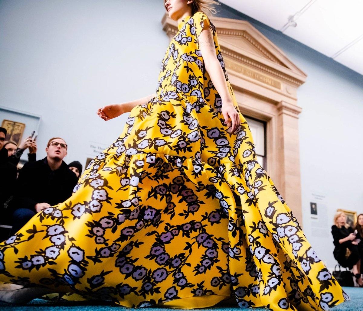 Carolina Herrera entre flores y llena de color en la New York Fashion Week