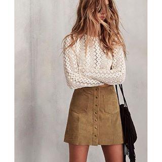 Mini faldas abotonadas, el must de estos días