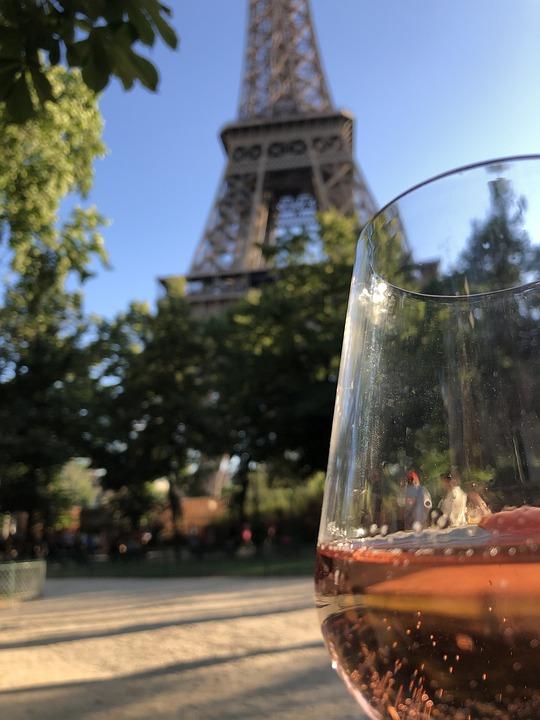 Crearon el vino de la Torre Eiffel. Oh lala!
