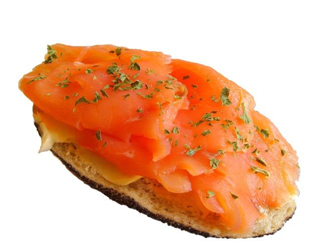 Que ricas estas tostas de salmón