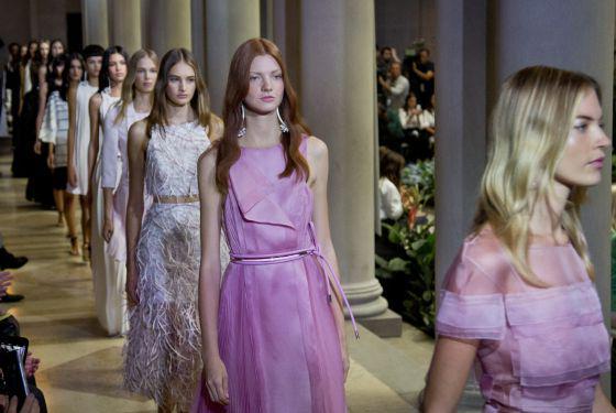 La Vie en Rose de Carolina Herrera en la pasarela Primavera Verano 2016, puro romanticísmo y muy chic