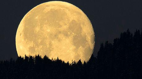 Un hermoso poema a la luna llena
