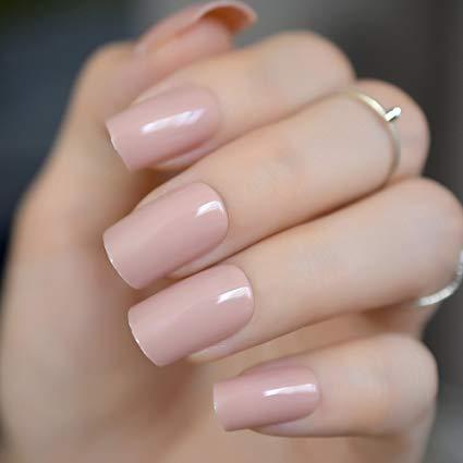 La manicure para novias très chic, reinando lo clásico