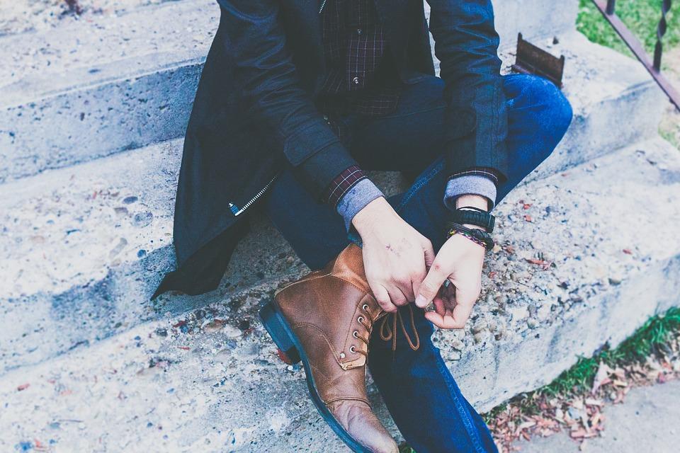Los jeans, infaltables en el armario de un hombre
