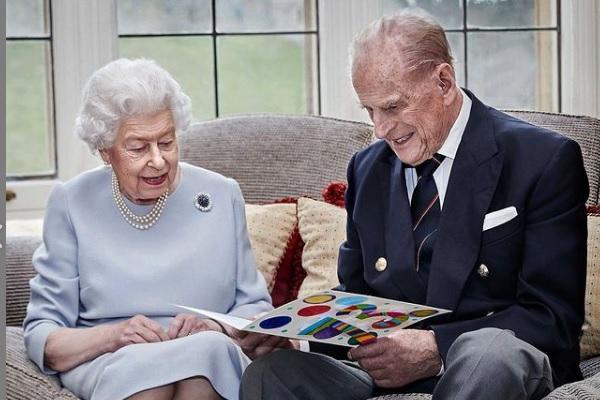 La reina Elizabeth II y Philip, duque de Edimburgo celebran 73 años de casados