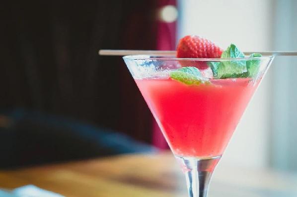 Un muy sabroso cocktail de frambuesas sin alcohol