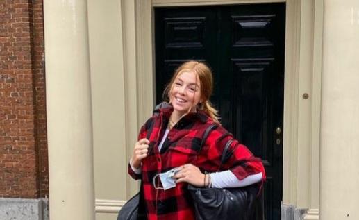 Guitarra en mano, la princesa Alexia de los Países Bajos rumbo a estudiar en el Reino Unido